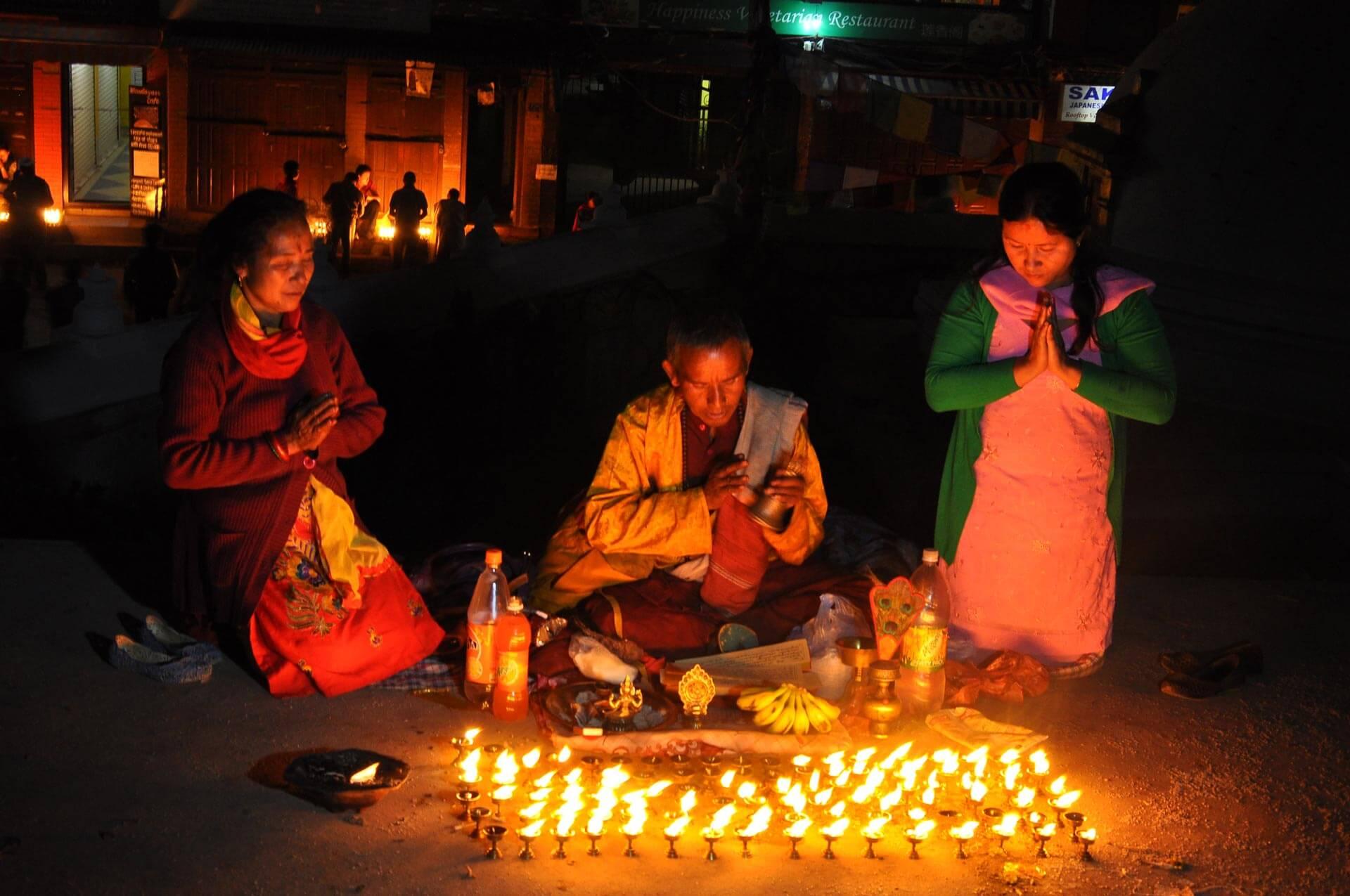 Straßen-Altar in Thailand